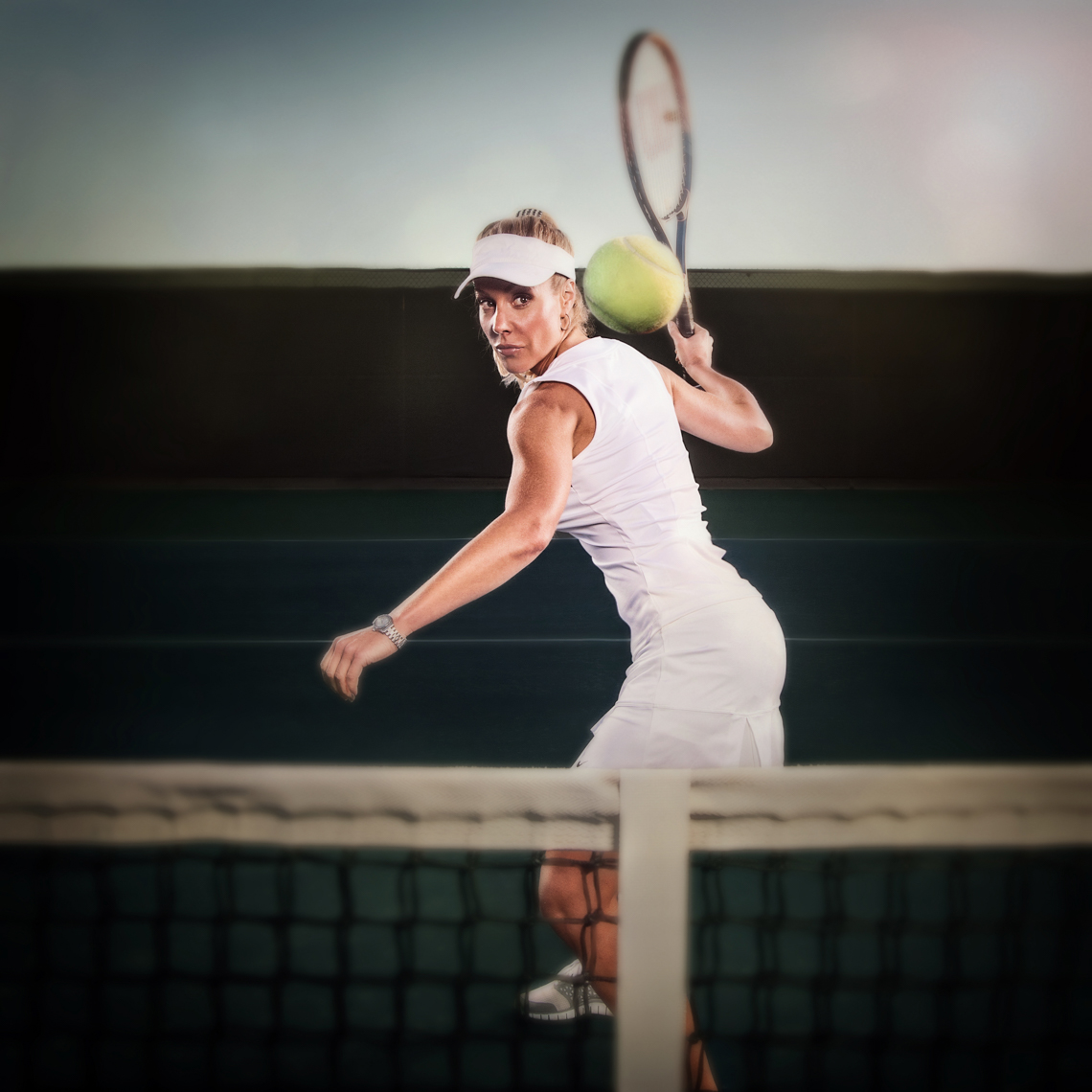 tennis-player-winds-up-for-forehand
